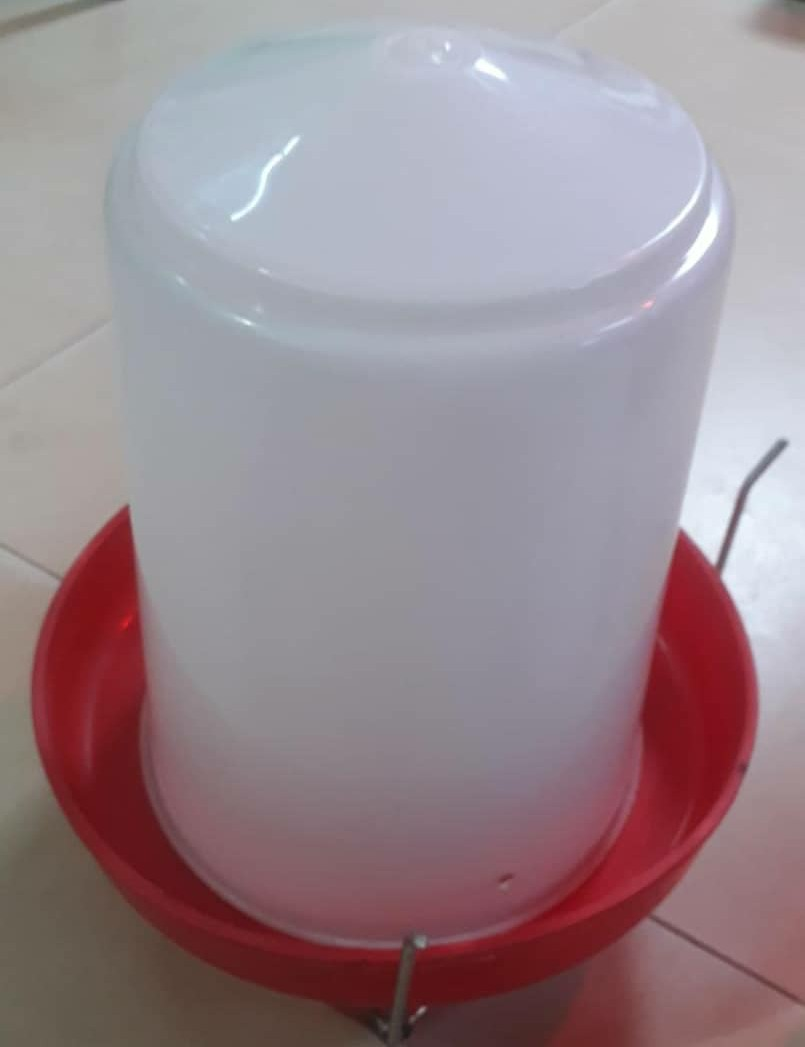 Manual poultry drinker (8L)